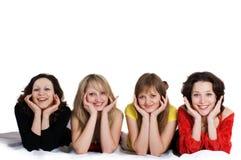 Gelukkige verjaardag. Vier meisjesvrienden hebben pret Stock Foto