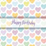 Gelukkige verjaardagskaart patroon met schetsharten op een witte backg Stock Foto's