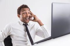 Gelukkige verraste zakenman met laptop Royalty-vrije Stock Foto