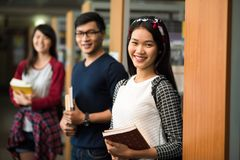 Gelukkige Vietnamese studenten stock afbeelding