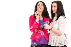 Gelukkige vriendenvrouwen die pret hebben royalty-vrije stock foto