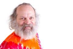 Gelukkige, Vriendschappelijke Baby Boomer die u met zijn t-Sh Bandkleurstof bekijken Stock Afbeelding