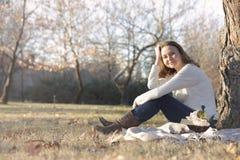 Gelukkige vrouw in de Herfst Stock Afbeeldingen