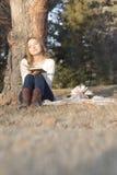 Gelukkige vrouw in de Herfst Stock Foto's