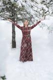 Gelukkige vrouw in de winter met sneeuw Royalty-vrije Stock Foto's