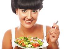 Gelukkige vrouw die salade eet stock afbeeldingen