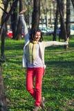 Gelukkige vrouw in het park royalty-vrije stock fotografie