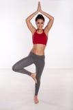 Gelukkige vrouw het praktizeren yoga royalty-vrije stock foto