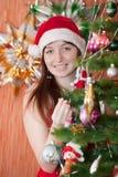 Gelukkige vrouw het vieren Kerstmis stock fotografie