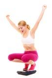Gelukkige vrouw het wegen schaal Het verlies van het vermageringsdieetgewicht stock afbeeldingen