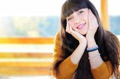Gelukkige vrouw in liefdeportret Stock Foto