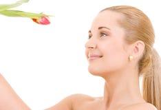 Gelukkige vrouw met bloem royalty-vrije stock afbeeldingen