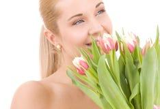 Gelukkige vrouw met bloemen stock foto's