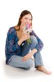 Gelukkige vrouw met bloemen Royalty-vrije Stock Foto's