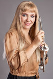 Gelukkige vrouw met grote sleutels royalty-vrije stock afbeelding