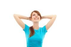 Gelukkige vrouw met handen achter haar hoofd Royalty-vrije Stock Foto's