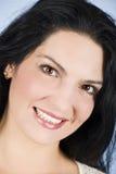 Gelukkige vrouw met mooie glimlach Royalty-vrije Stock Foto's