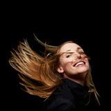 Gelukkige vrouw met vliegend haar Royalty-vrije Stock Afbeelding