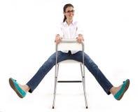 Gelukkige vrouw op de stoel Royalty-vrije Stock Afbeeldingen