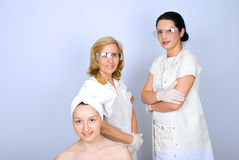 Gelukkige vrouw pacient en plastic artsen Royalty-vrije Stock Foto