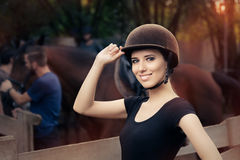 Gelukkige Vrouwelijke Jockey Smiling royalty-vrije stock afbeelding