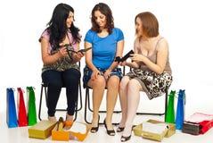 Gelukkige vrouwen het winkelen schoenen Royalty-vrije Stock Foto's