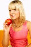 Gelukkige vrouwen met vruchten Stock Afbeeldingen