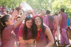 Gelukkige vrouwen tijdens Batalla del vino Royalty-vrije Stock Foto's