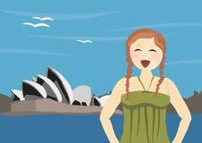 Gelukkige vrouwentoerist die zich dichtbij de Opera van Sydney bevindt Royalty-vrije Stock Foto