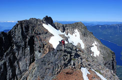 Gelukkige wandelaar in de Cascadebergen dichtbij Chilliwack Stock Foto