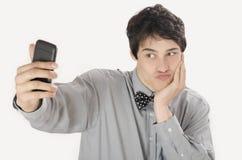Gelukkige zakenman die een selfiefoto met zijn slimme telefoon nemen stock afbeelding