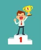 Gelukkige zakenman die een trofee op podium houden Royalty-vrije Stock Afbeeldingen