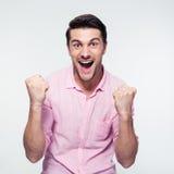 Gelukkige zakenman die zijn succes vieren Stock Afbeeldingen