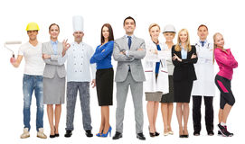 Gelukkige zakenman over professionele arbeiders Royalty-vrije Stock Foto