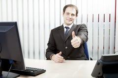 Het zekere zakenman geven duimen omhoog royalty-vrije stock foto's