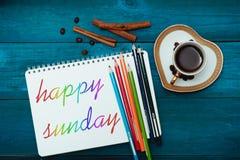 Gelukkige Zondag met een kop van koffie stock foto