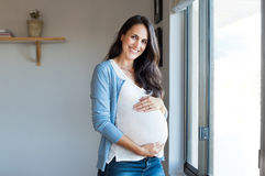 Gelukkige zwangere vrouw royalty-vrije stock foto