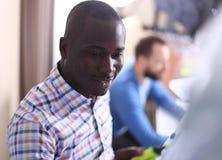 Gelukkige zwarte bedrijfsmens Stock Foto