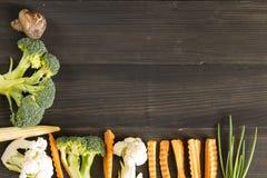 Gemüse auf dem hölzernen Hintergrund Gemüse für Gesundheit Stockbild