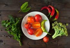 Gemüse auf einem hölzernen Hintergrund Lizenzfreie Stockfotografie