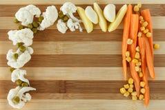 Gemüse auf einem Schneidebrett mit einem Platz für Text Stockfoto