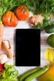 Gemüse auf einer weißen Tabelle, Draufsicht Lizenzfreies Stockfoto