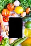 Gemüse auf einer weißen Tabelle, Draufsicht Lizenzfreie Stockbilder