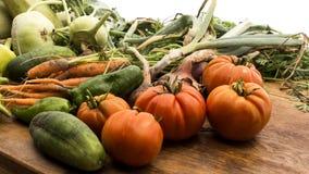 Gemüse auf hölzernem hackendem Vorstand Stockfotografie