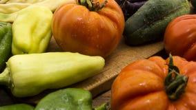 Gemüse auf hölzernem hackendem Vorstand Stockfotos