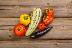 Gemüse auf hölzerner Tabelle Stockfotografie
