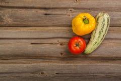 Gemüse auf hölzerner Tabelle Lizenzfreies Stockfoto