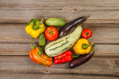 Gemüse auf hölzerner Tabelle Stockbild