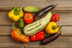 Gemüse auf hölzerner Tabelle Lizenzfreie Stockfotografie