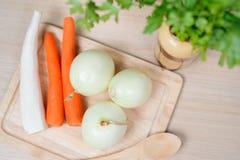 Gemüse auf Küchentisch Stockbilder